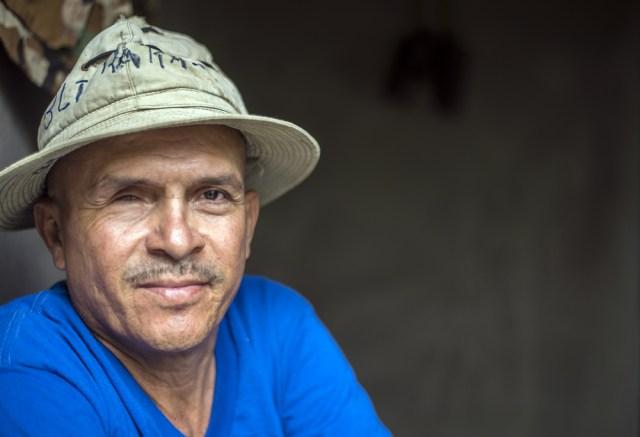 Reynaldo Esquivel perdió su ojo derecho por una granada que le catapultó la contra. Posa para la foto en su casa en Esquipulas, Masaya. Foto: Óscar Navarrete / La Prensa.