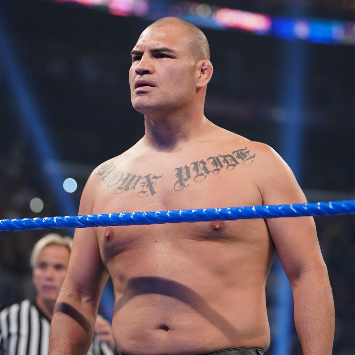 Caín Velásquez en WWE Caín Velásquez debuta en WWE atacando a Brock Lesnar (04/10/2019) / WWE