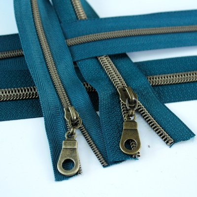 3-5-Nylon-Coil-Zipper-teal-with-bronze-teeth