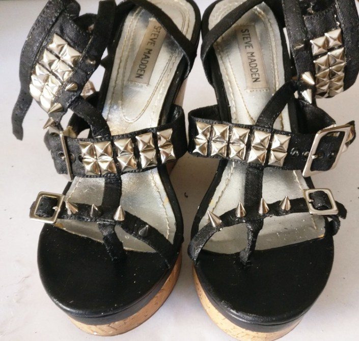 diy, upcycle, recycle, revamp, shoes, wedges, steve madden, studded, heels, crafty, do it yourself, renew, paint, story, fail, punk, women, pleather, acrylic, lifestyle, personal, awesome, silver, black, strappy, 2017, redo, screw, prongs, success