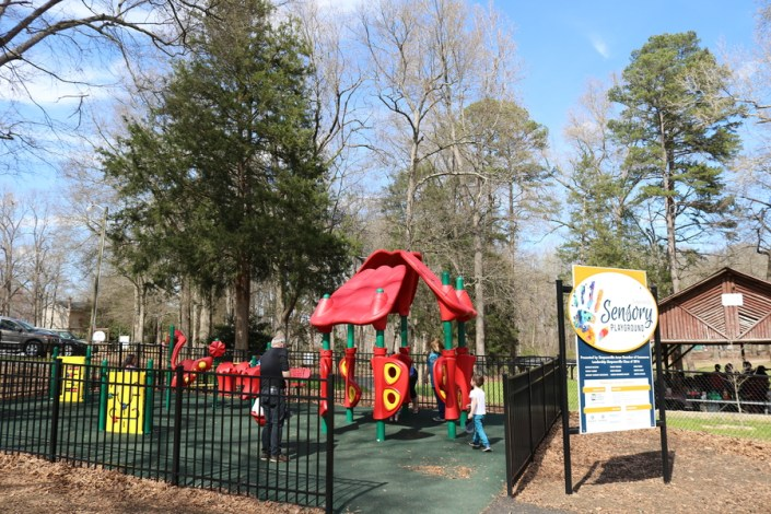 local, venture, lifestyle, simpsonville, sc, south carolina, city, park, adventure, outdoor, picnic, basketball court, walking path, playground, playset, zip line, sensory, play, kids, toddler, spring, warm, weather, explore, town, home, fun, family, friendly, 2018, greenville, upstate, littleconquest, blog, little conquest