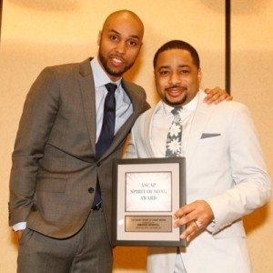 "ASCAP Rhythm & Soul Director of Creative Services Jonathan Jones presents Pastor Smokie Norful with the ASCAP ""Spirit of Song"" Award at the ASCAP and eOne Morning Glory Breakfast"
