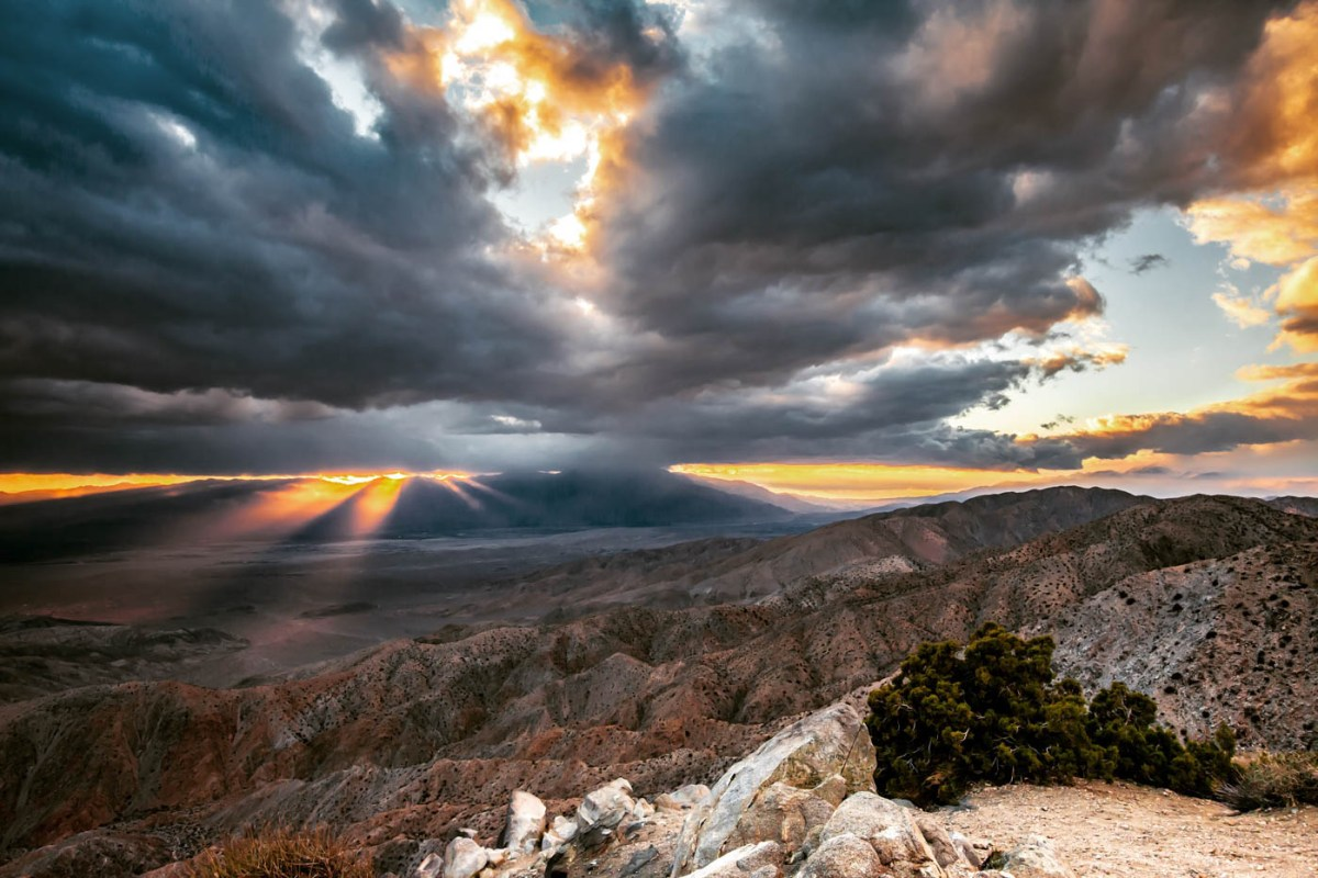 9 Must-see Locations at Joshua Tree National Park - Keys View #vezzaniphotography