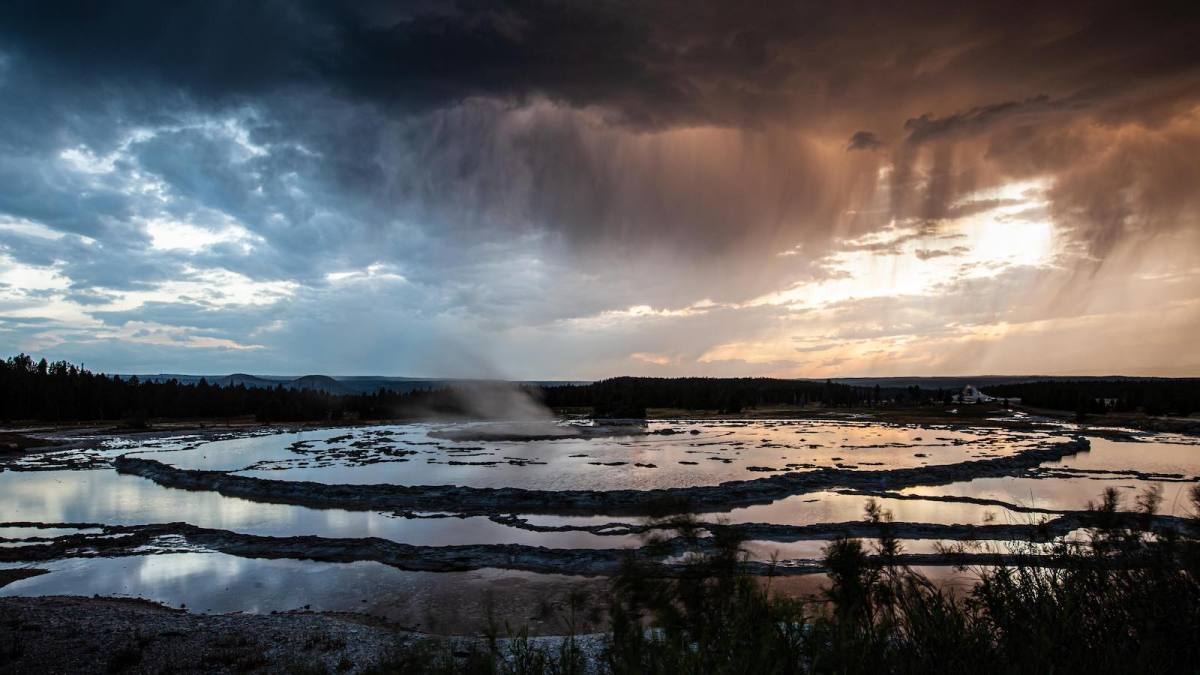 Yellowstone National Park Screensaver and Desktop Images Great Fountain Geyser