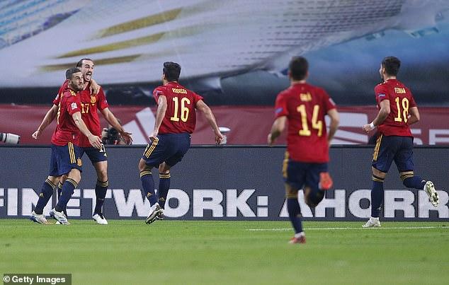 El centrocampista español Rodri celebra tras marcar el tercer gol en el 6-0 de derribo en Sevilla