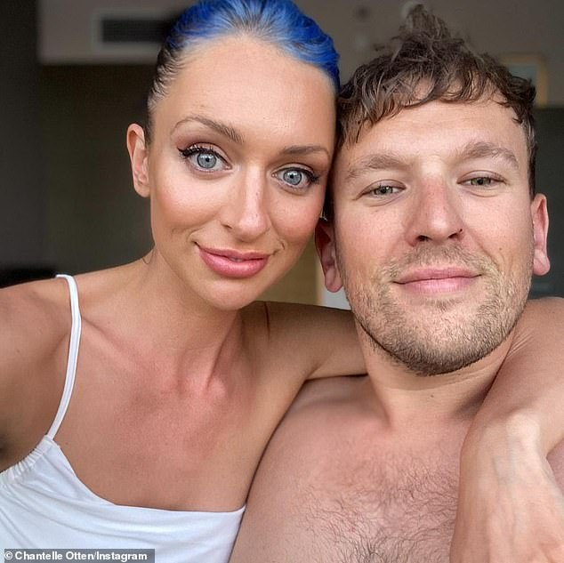 Digno de amor: el héroe paralímpico Dylan Alcott ha dicho que nunca pensó que volvería a encontrar el amor debido a su discapacidad ... hasta que comenzó a salir con la sexóloga Chantelle Otten (izquierda) en abril de 2019.