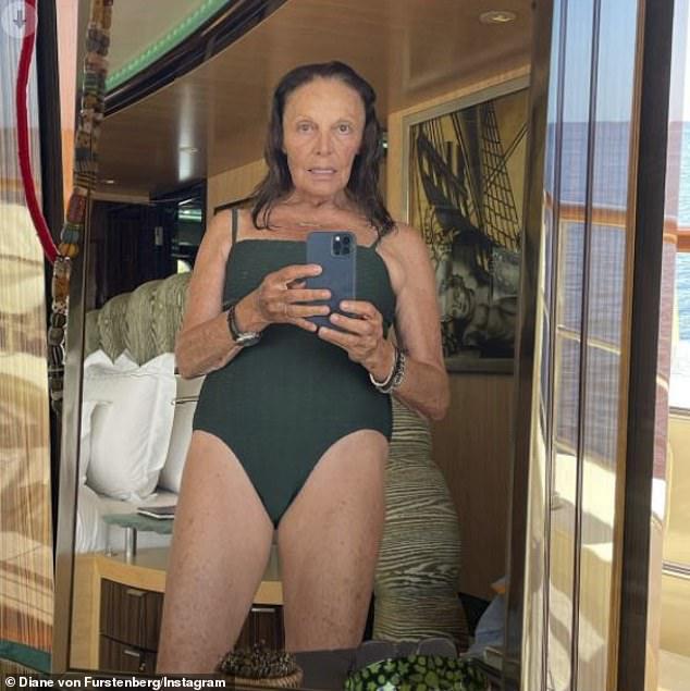 ¡Tres días después de celebrar su 74 cumpleaños!  La diseñadora de moda Diane von Fürstenberg compartió una selfie en traje de baño durante unas vacaciones junto al mar el sábado