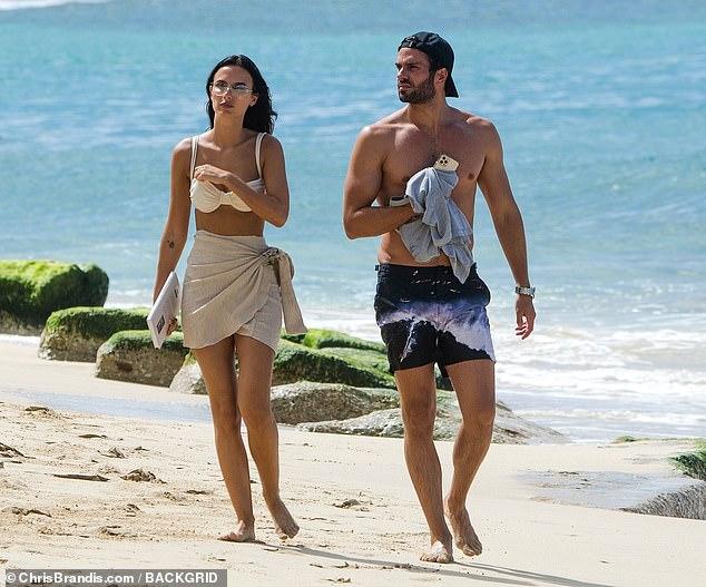 Días felices: Lucy Watson y su prometido James Dunmore ciertamente parecían estar disfrutando de su tiempo bajo el sol mientras se pavoneaban por la playa el martes.