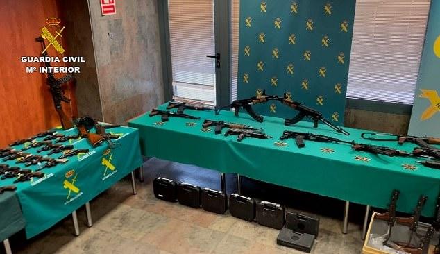 Este es el momento en que las autoridades desmantelan un grupo criminal que suministraba armas a narcotraficantes en el sur de España