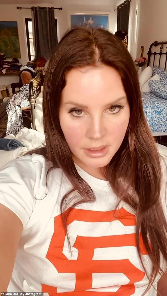 Autodefensa: Lana Del Rey dijo que los comentarios recientes que hizo sobre la presidencia de Donald Trump y el motín en el Capitolio de Estados Unidos fueron 'sacados de contexto' mientras se defendía de las críticas en las redes sociales el martes.