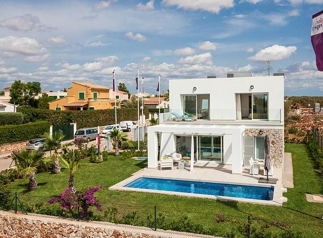Un apartamento de tres dormitorios en Mallorca, España, que cuenta con tres baños, una cocina equipada y un lavadero, está a la venta con Taylor Wimpey España por £ 426,838.99