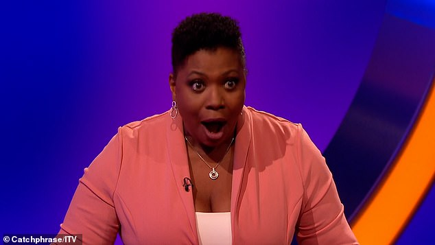 'En todos los años ... esto nunca ha sucedido': Brenda Edwards de Loose Women's se quedó con la cara roja cuando rompió el plató del estudio en Catchphrase