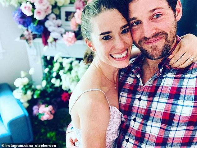 `` Por el momento está demasiado lleno '': Purple Wiggle Lachlan Gillespie dijo que él y su prometida Dana Stephensen no se casarán pronto, después del nacimiento de sus hijas gemelas Lulu y Lottie.