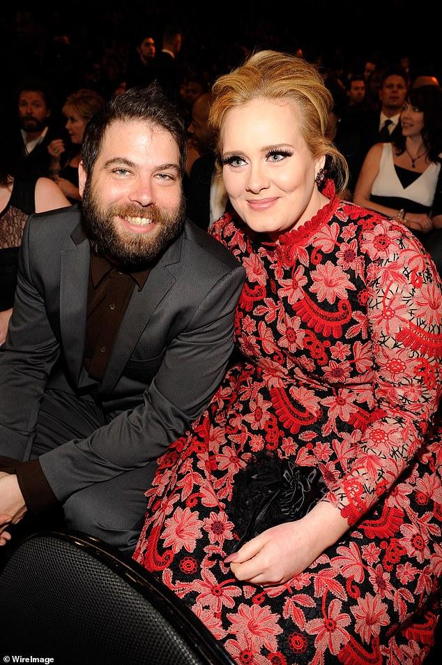 Casi soltera: Adele, de 32 años, llegó a un acuerdo de divorcio con su ex marido Simon Konecki, informó Us Weekly el jueves;  vistos juntos en 2013 en Los Ángeles