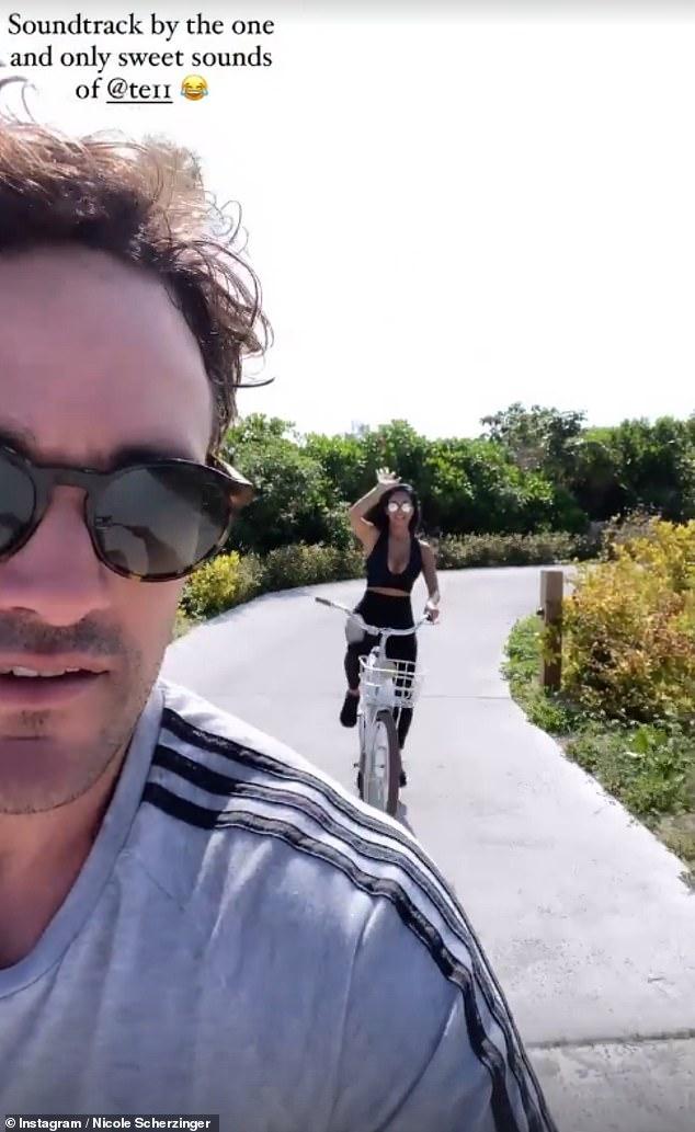 Tiempo de calidad: Nicole y su novio Thom Evans continuaron tomando el sol mientras disfrutaban de un paseo en bicicleta durante su escapada a las Islas Turcas y Caicos el sábado.
