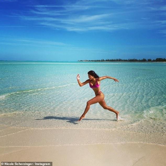 ¡Corre Nicole, corre!  Nicole Scherzinger se veía como en casa junto al océano el domingo mientras compartía más fotos impresionantes de su idílica escapada de enero a las Islas Turcas y Caicos.