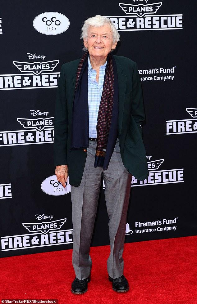 Triste noticia: el actor nominado al Oscar Hal Holbrook murió a los 95 años. El amado actor falleció en su casa en Beverly Hills, California, el lunes por la noche (en la foto de 2014).