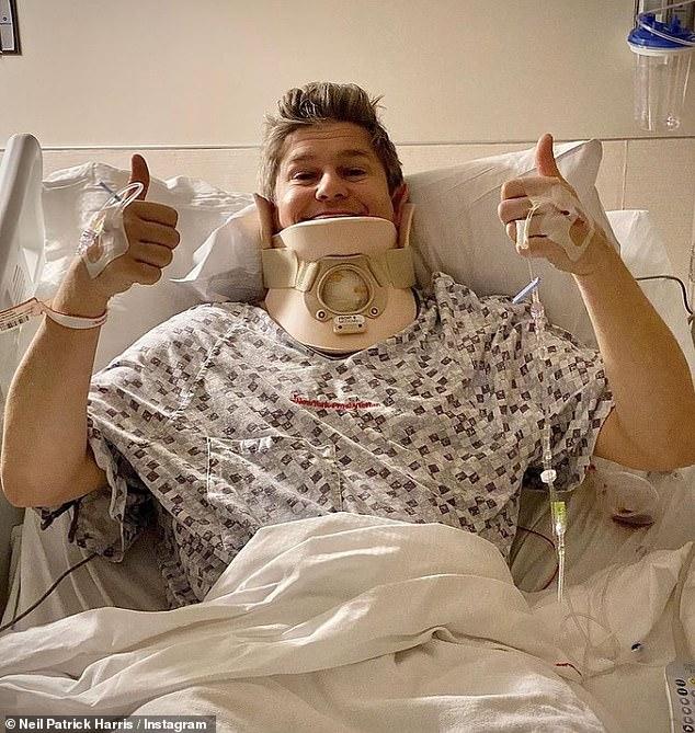 Pulgar hacia arriba: Neil Patrick Harris reveló el miércoles que su esposo David Burtka (en la foto) se está recuperando de una cirugía de columna de siete horas en la que le fusionaron tres discos.