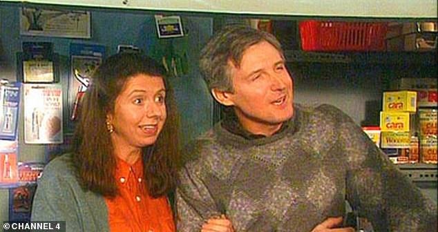 RIP: La estrella del padre Ted, Rynagh O'Grady, murió a los 67 años (arriba como Mary O'Leary en el programa junto a Patrick Drury como John O'Leary)