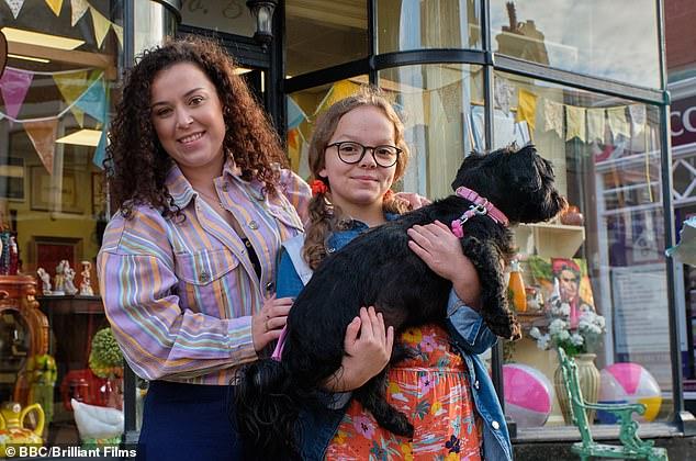 Amándolo: los fanáticos adultos de Tracy Beaker se quedaron encantados el viernes cuando fueron invitados a un viaje en la memoria mientras veían el reinicio de My Mum Tracy Beaker de CBBC (en la foto)