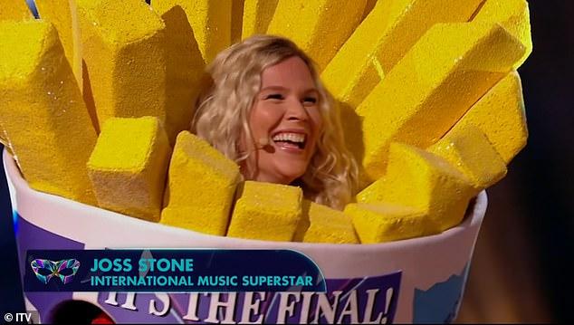 ¡Asombroso!  Joss Stone fue revelada como Sausage cuando fue coronada como la ganadora de la final de The Masked Singer UK el sábado por la noche.