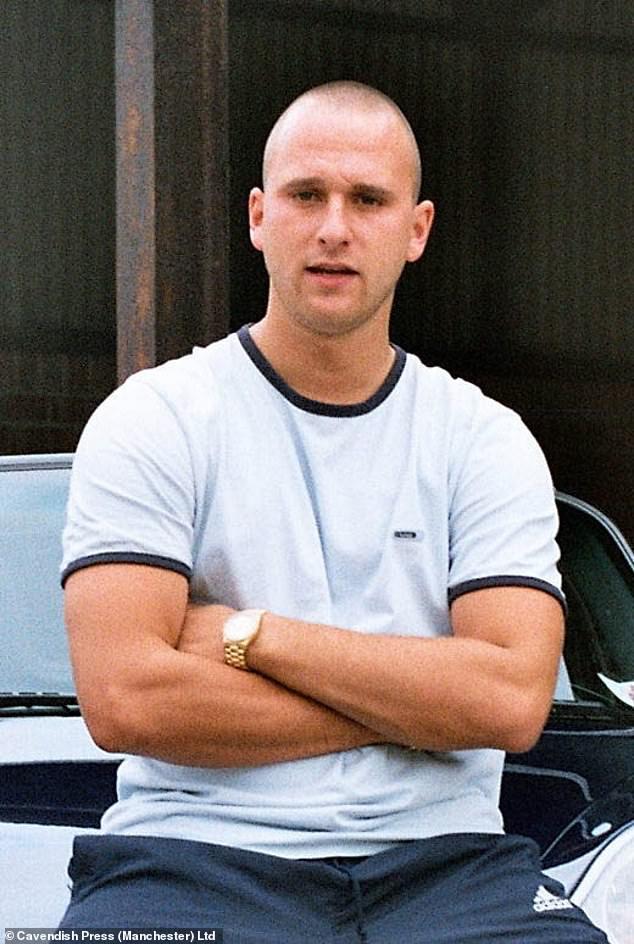 El investigador de televisión Christopher Guest More (en la foto), que trabajaba para Channel 4, se fugó durante 16 años después de participar en la tortura y el asesinato de un comerciante de cannabis de poca monta, escuchó ayer un tribunal.