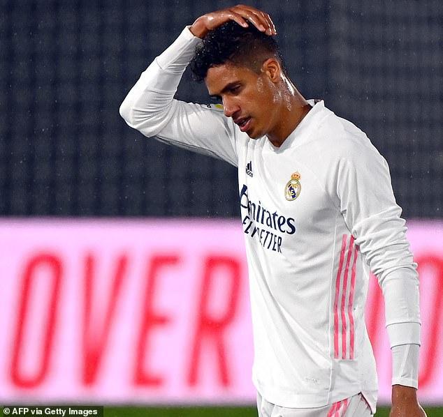 Raphael Varane está más cerca de dejar el Real Madrid este verano, con un fichaje por Inglaterra