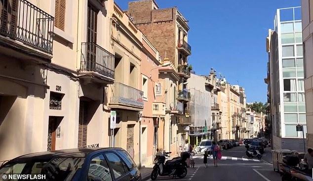 Un turista holandés se ahogó hasta la muerte después de tragarse las llaves de su coche mientras estaba en España porque los lugareños en un centro comercial en Sarria-Sant Gervasi (en la foto) no podían entenderlo mientras suplicaba ayuda.