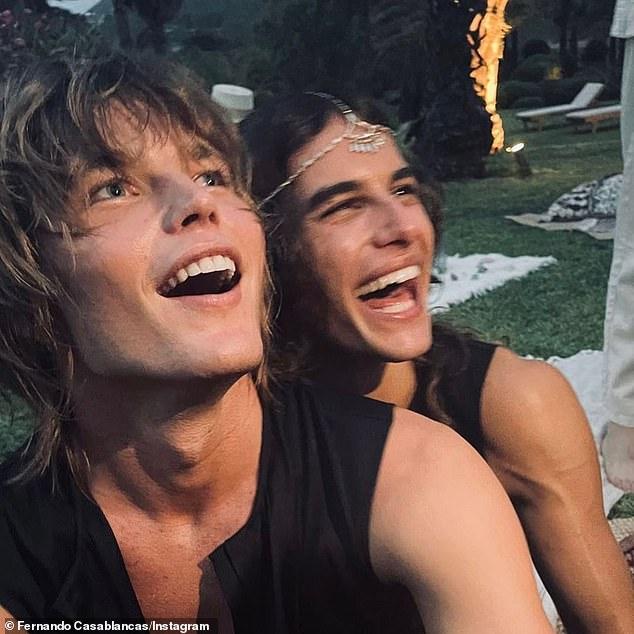 ¡Felicidades!  Jordan Barrett, de 24 años, (izquierda) se ha hecho oficial en Instagram con su prometido Fernando Casablancas, de 23 años, (derecha) luego de una ceremonia íntima en Ibiza, España, el miércoles por la noche.