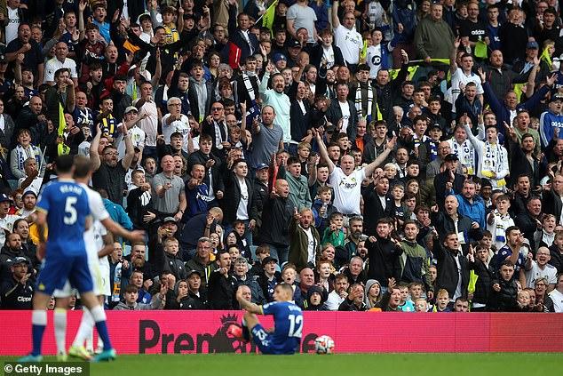 Los seguidores de Leeds estaban en plena voz cuando finalmente regresaron a Elland Road en grandes cantidades.