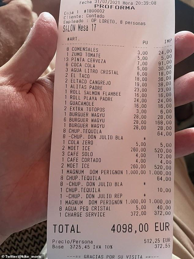 Un comerciante financiero que gastó £ 3,500 en hamburguesas y magnum de champán en un restaurante de Marbella y luego se quejó de pagar una propina ha sido objeto de burlas en línea.
