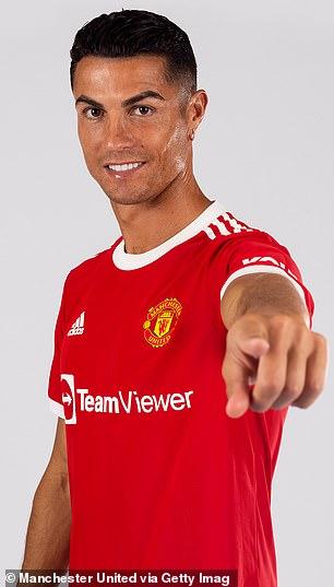 El Manchester United ha publicado fotos de Cristiano Ronaldo con la nueva camiseta de local del club