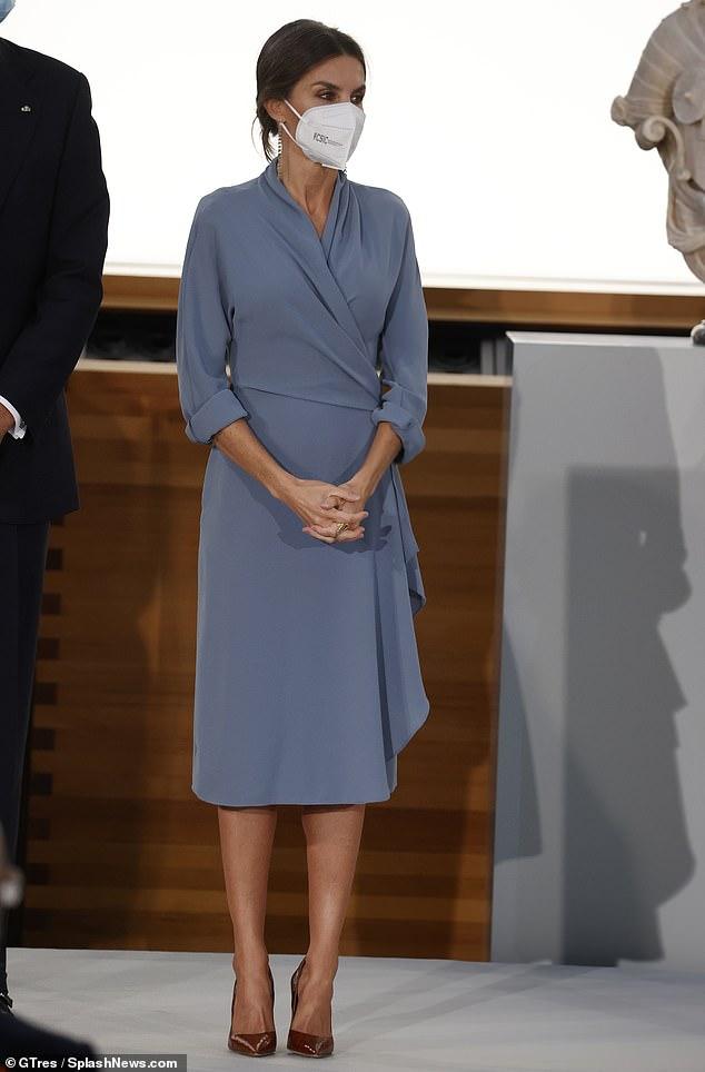 La reina Letizia de España (en la foto) lució una figura elegante esta noche mientras asistía a los Premios Nacionales de Cultura en Madrid, junto a su esposo el Rey Felipe.