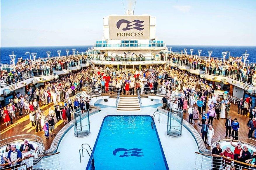 Todos juntos ahora: Princess Cruises rompió un récord cuando 1.443 parejas reafirmaron sus votos