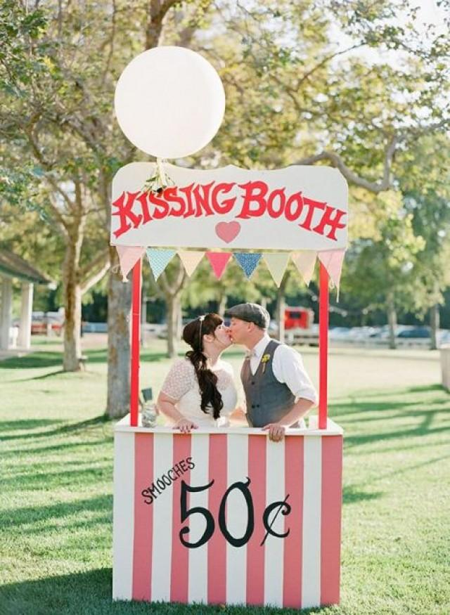 21 Funny Kissing Booth Ideas For Your Wedding