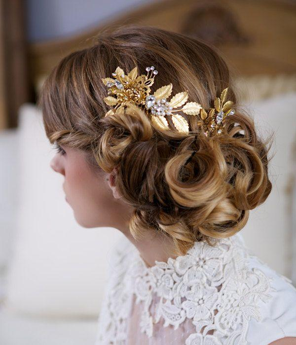 gold hair pin and comb set decorated with pearls