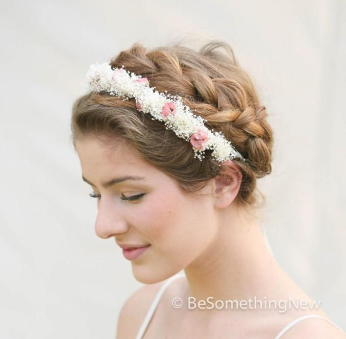 wedding wreath of babbies breath and dusty pink roses for