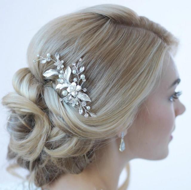 floral bridal hair clip, bridal hair accessory, pearl