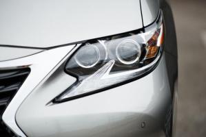 2016 Lexus headlight