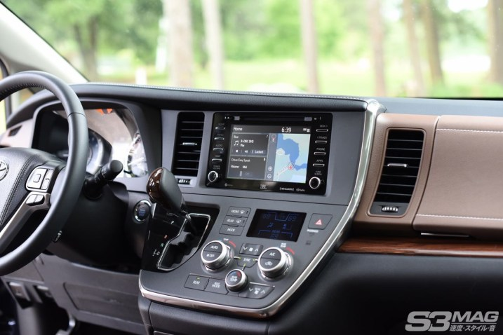 Toyota Sienna dash stereo