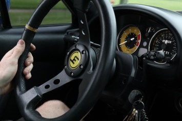 s3-magazine-gingium-18-steering-wheel