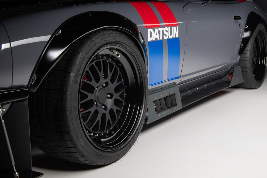 Datsun-240z-S3-Magazine-1