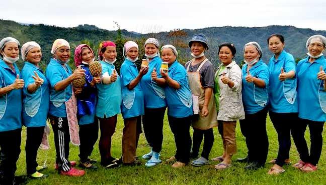 The women of Koonduan Kiau Nuluh Enterprise