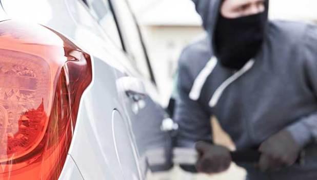 "car-stealing-malaysia-1""width =""648""height =""369""&gt; PETALING JAYA:Proton Wira,Toyota Hilux和Perodua Kancil根据马来西亚综合保险协会(PIAM)提供的数据,豪华MPV丰田Vellfire在盗窃频率方面位居榜首,这是车辆盗贼最喜爱的车型。</p data-recalc-dims="