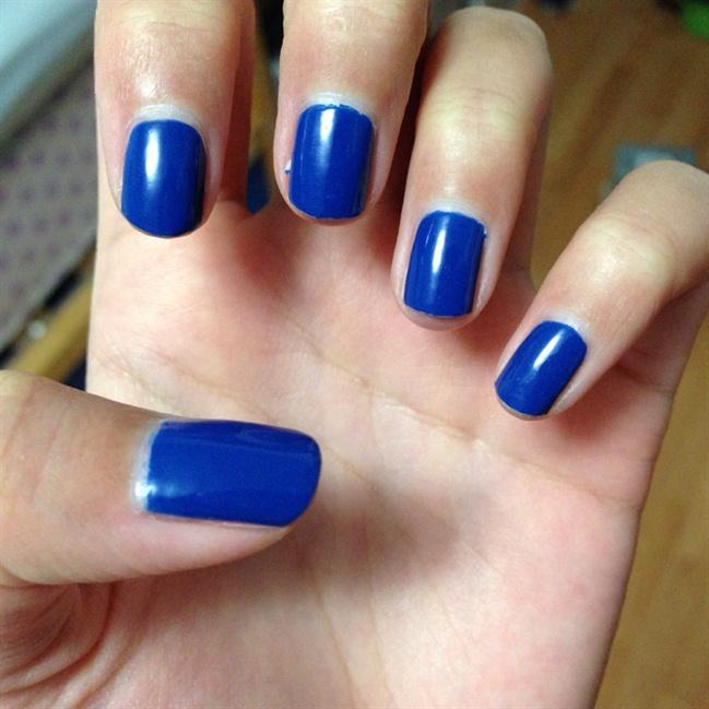 Simple Royal Blue Nails