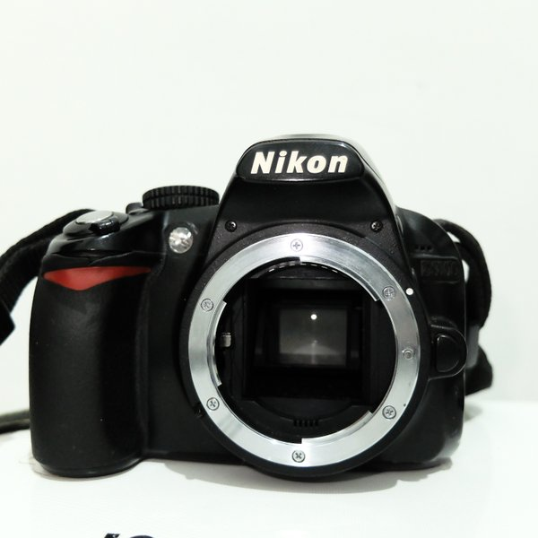 Nikon D3100 Lensa Nikon AF-S 18-55 VR II  Bekas Terawat