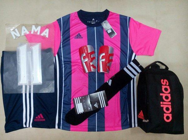 Setelan futsal paketan Adidas AD14 warna pink. Baju futsal. Celana futsal. Kaus Kaki. Deker. Tas sepatu. Nama punggung. Nomor Punggung