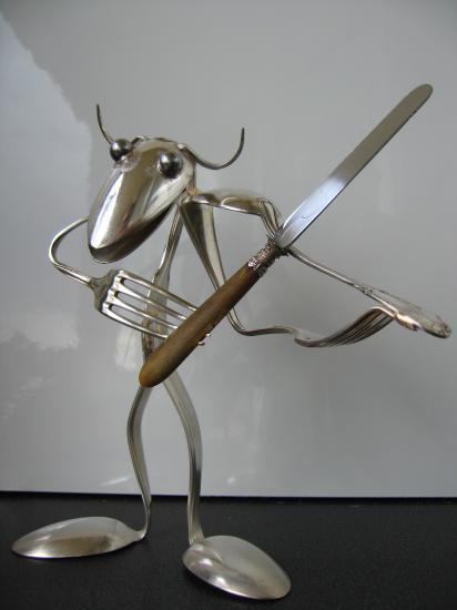 Incríveis e diferentes: Lindas esculturas com talheres #30