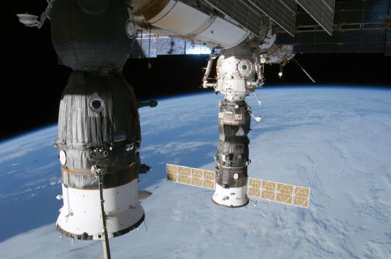Photo des deux vaisseaux Soyouz arrimés à l'ISS...