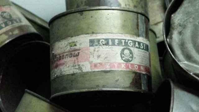 Latas de Zyklon B expuestas en Auschwitz.